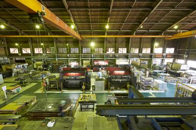 板金工場の屋内風景